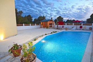 Ferienhaus Lipar fur 8 mit Pool