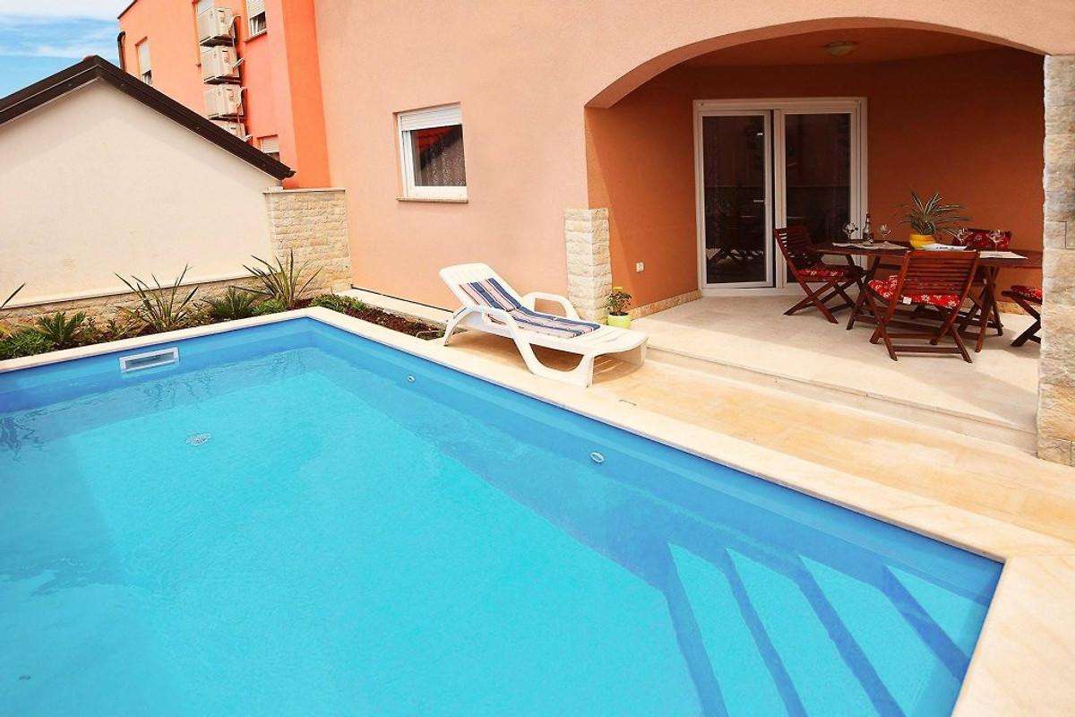 Huis kika voor 8 met zwembad vakantiehuis in pula huren - Huis design met zwembad ...