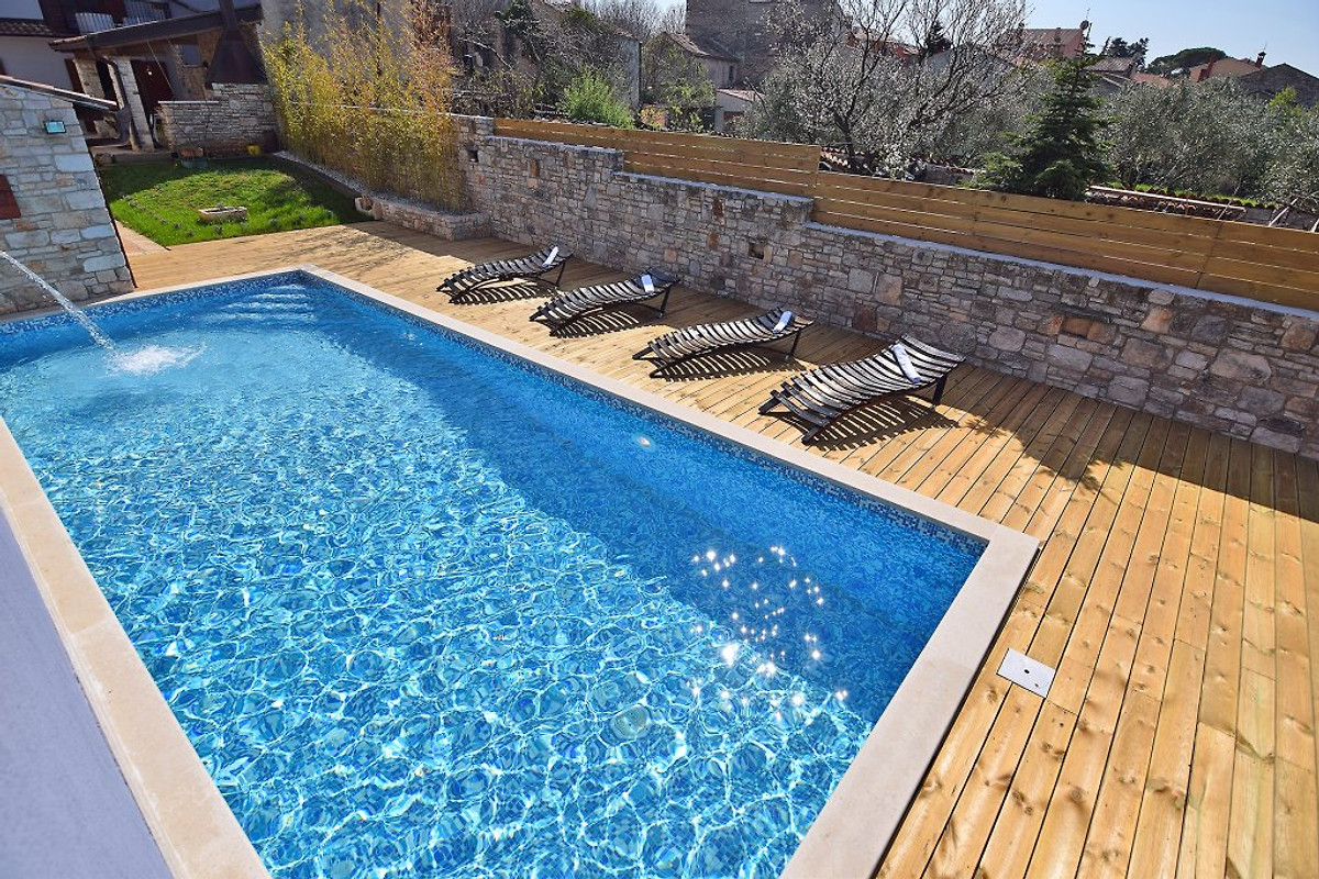 San rocco fur 10 mit pool jacuzzi in pula firma geum - Warmepumpe fur pool ...
