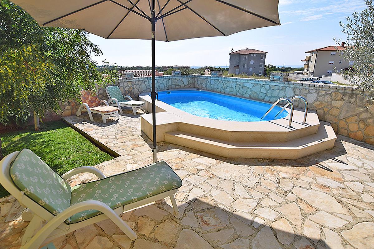 Ferienhaus lily mit pool fur 7 9 in pula firma geum - Pool fur balkon ...