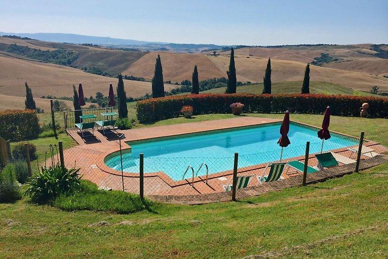 Swimmingpool and wonderful view