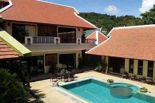 Baan Bua Villa Nr.6 in Nai Harn - Bild 1