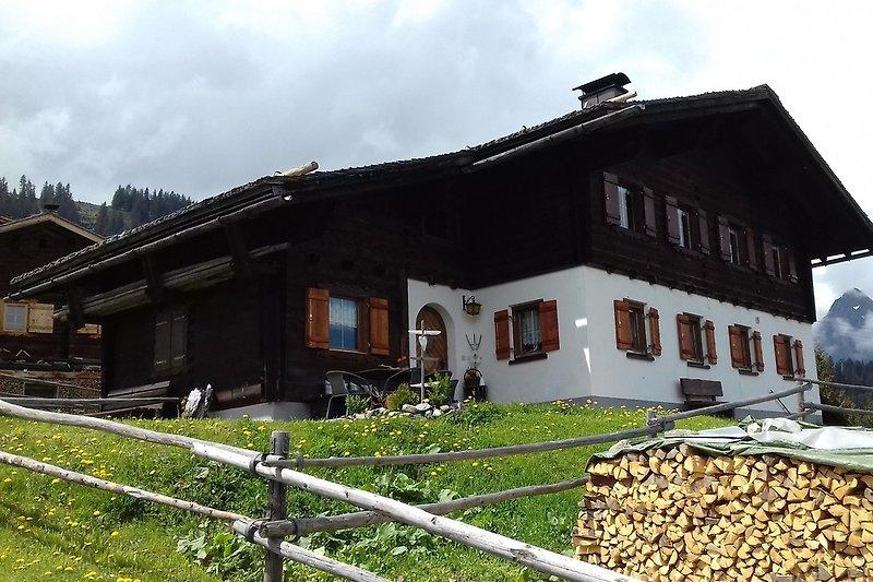 Unser Alphüsli Garfrescha mitten im Ski-und Wanderparadies Silvretta Montafon