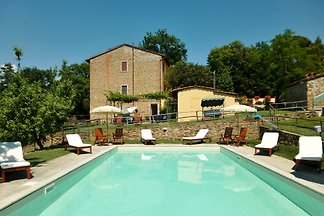 Agriturismo on the hills of Scandicci near Florence, just a few minutes from the tram that goes to Florence. Apartment with 2 bedrooms, heel, quiet with pool.