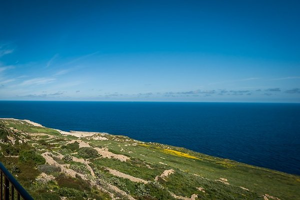 Cliff Edge Views à Zebbug - Image 1