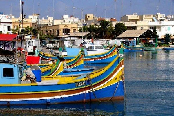 Luzzi - die bunten maltesischen Fischerboote