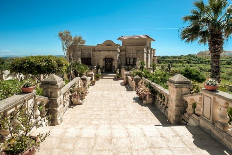 Repräsentativer Zugang zur Villa