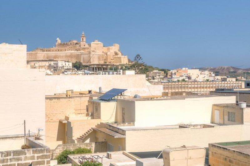 Wunderschöner Blick über die Dächer bis zur Citadelle