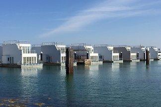 Hausboot-Urlaub mitten im Hafen