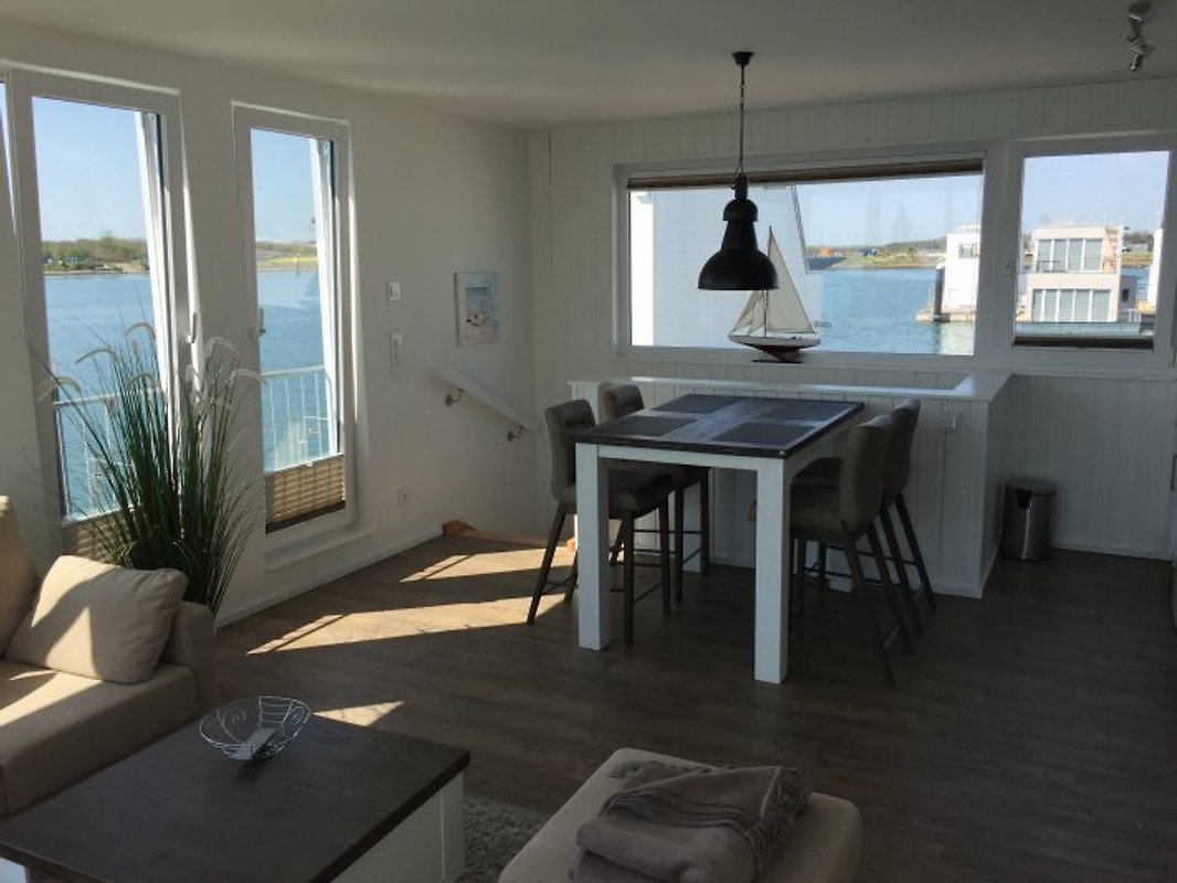hausboot urlaub mitten im hafen ferienhaus in olpenitz mieten. Black Bedroom Furniture Sets. Home Design Ideas