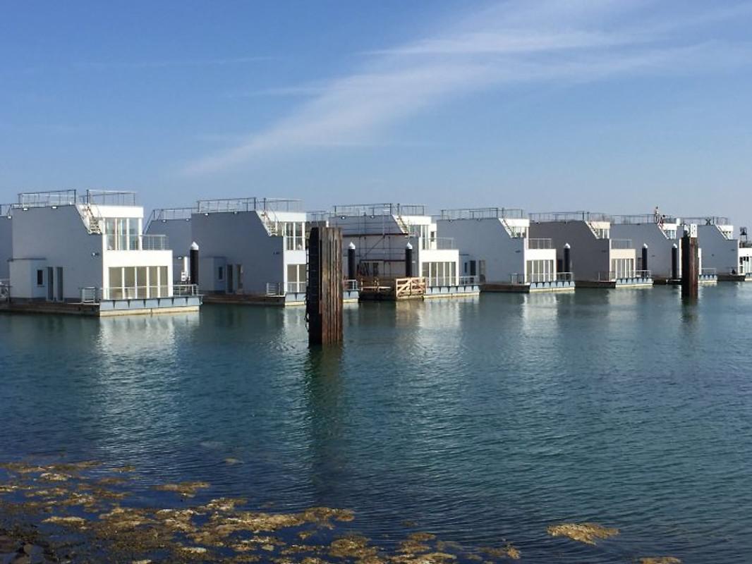 schwimmendes ferienhaus antares one hausboot in olpenitz. Black Bedroom Furniture Sets. Home Design Ideas