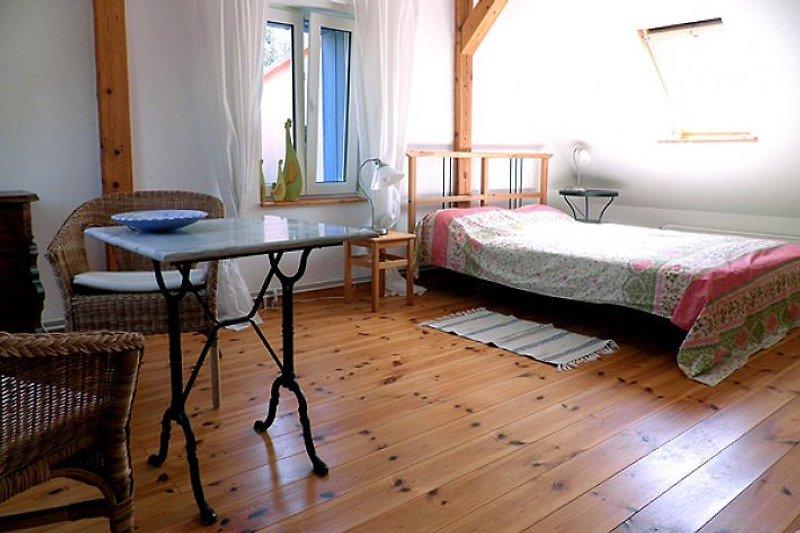 Schlafzimmer mit Doppel-und Einzelbett
