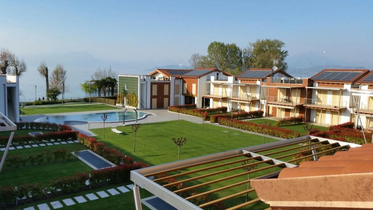Appartamento pe 03 al primo piano proprio in riva al lago for Lotti in piano casa fronte lago