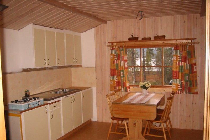 Küche und Essbereich.