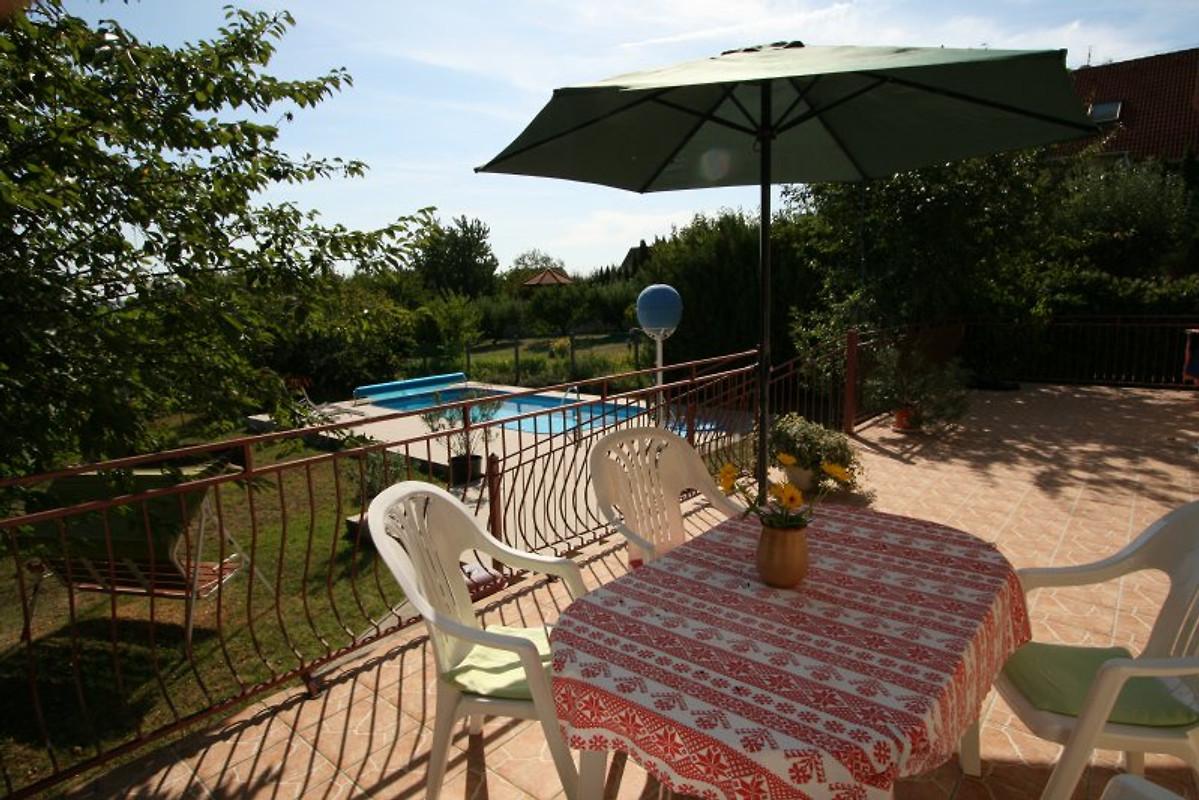 zonnehuis mit pool und wifi ferienhaus in sukoro velence see mieten. Black Bedroom Furniture Sets. Home Design Ideas