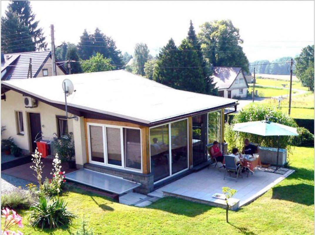 ferienhaus u fewo lauscheblick ferienhaus in leutersdorf mieten. Black Bedroom Furniture Sets. Home Design Ideas
