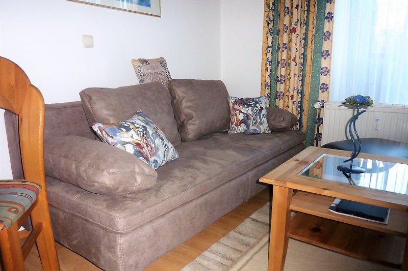 neues Sofa und Sofa Tisch