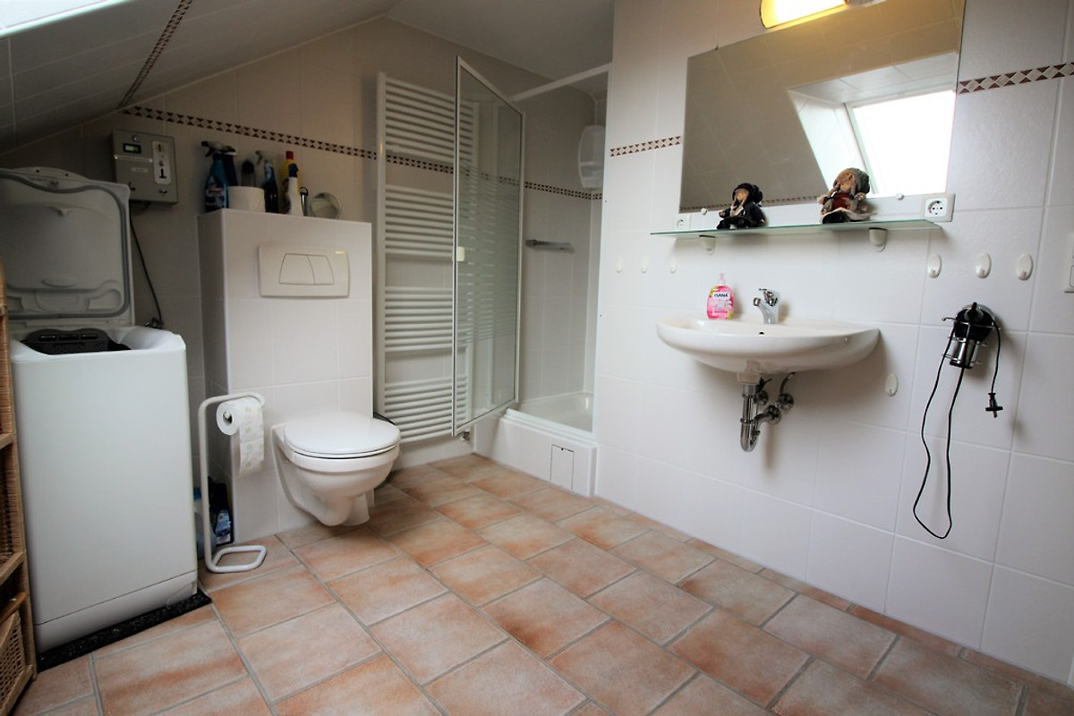 Solar 4 schlafzimmer ferienhaus in dorum neufeld mieten for Dusche dachgeschoss
