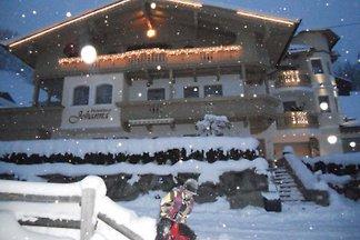 Appartements in ruhiger, sonniger Lage mit herrlichem Ausblick! Liegt in der Nähe aller Ski und Wandergebiete des Zillertales. NEUE MÖSLBAHN 5 Fahrminuten von unserem Haus!