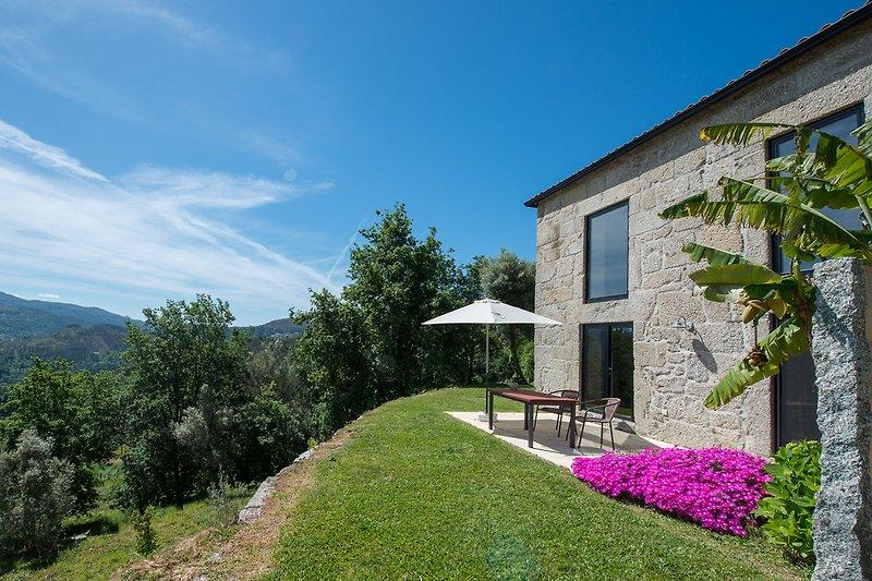 Terrasse mit Blick auf das Naturgebiet Peneda Geres