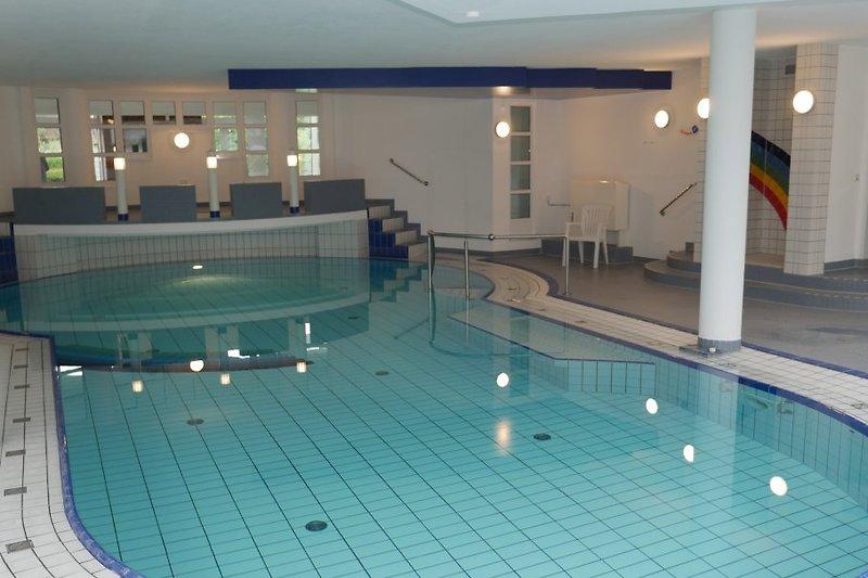 Scchwimmbad in Nachbarhaus