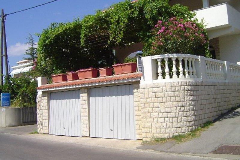 Haus und Garagen