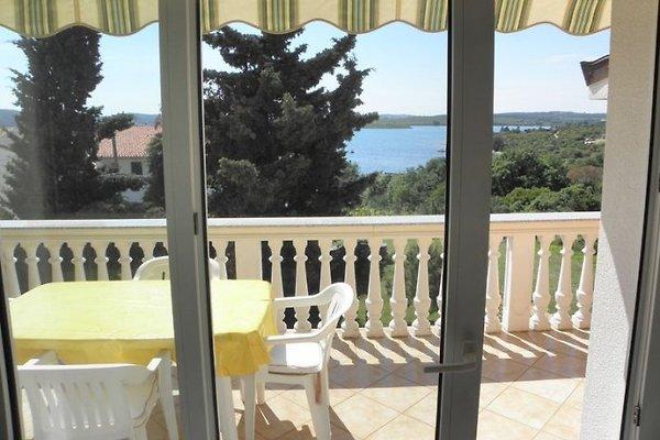 Gran casa de vacaciones con 3 casas de vacaciones en Medulin - imágen 1