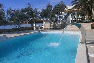 Apartments direkt am Meer mit Pool