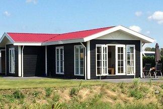 Freistehendes 4 Personen Feriencottage auf Ferienpark in Arnemuiden mit 2 Badezimmer.