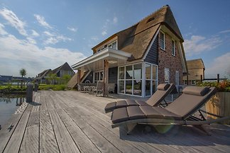 FR052 - Holiday home in Delfstrahuizen
