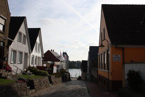 Dehnthof in Richtung Schlei mit Haus Wittmaack (rechts vorne)