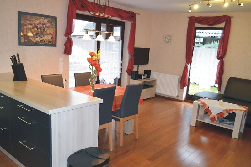 großer Wohnraum mit offener Küche