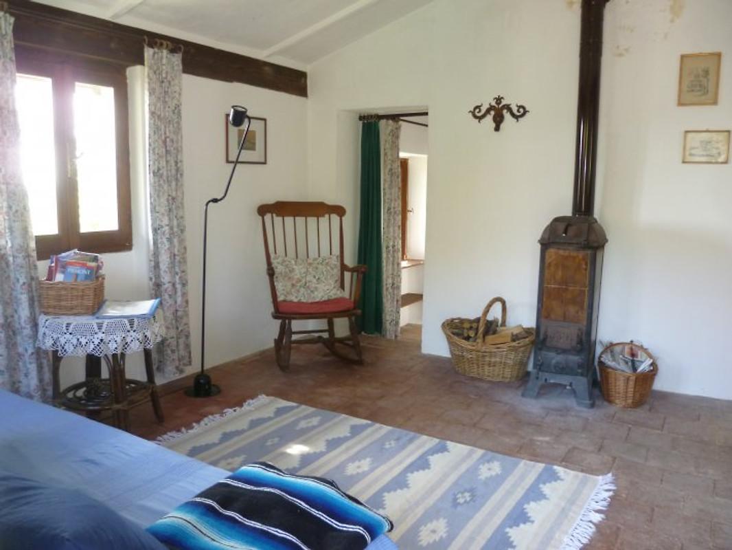 Romantisches ofenhaus piemont ferienhaus in dogliani mieten - Romantisches wohnzimmer ...