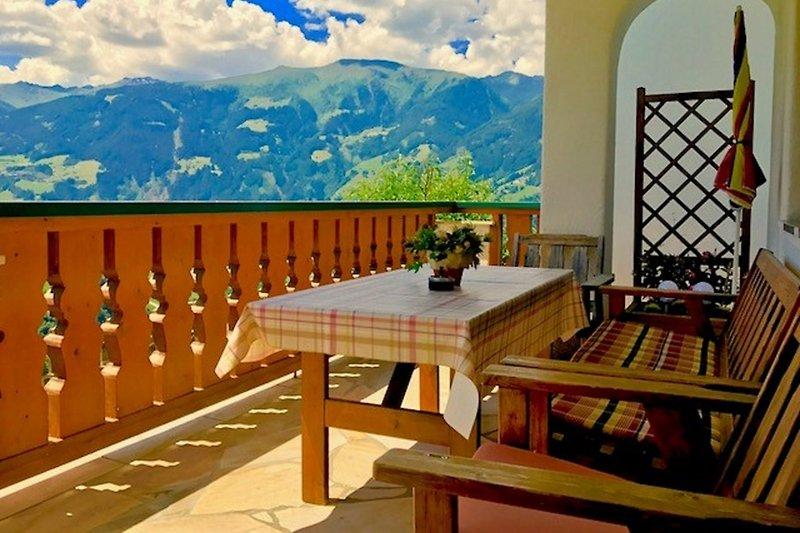 herrlicher Ausblick von der Terrasse!