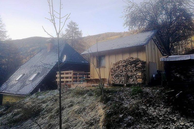 Haus mit Saunahütte