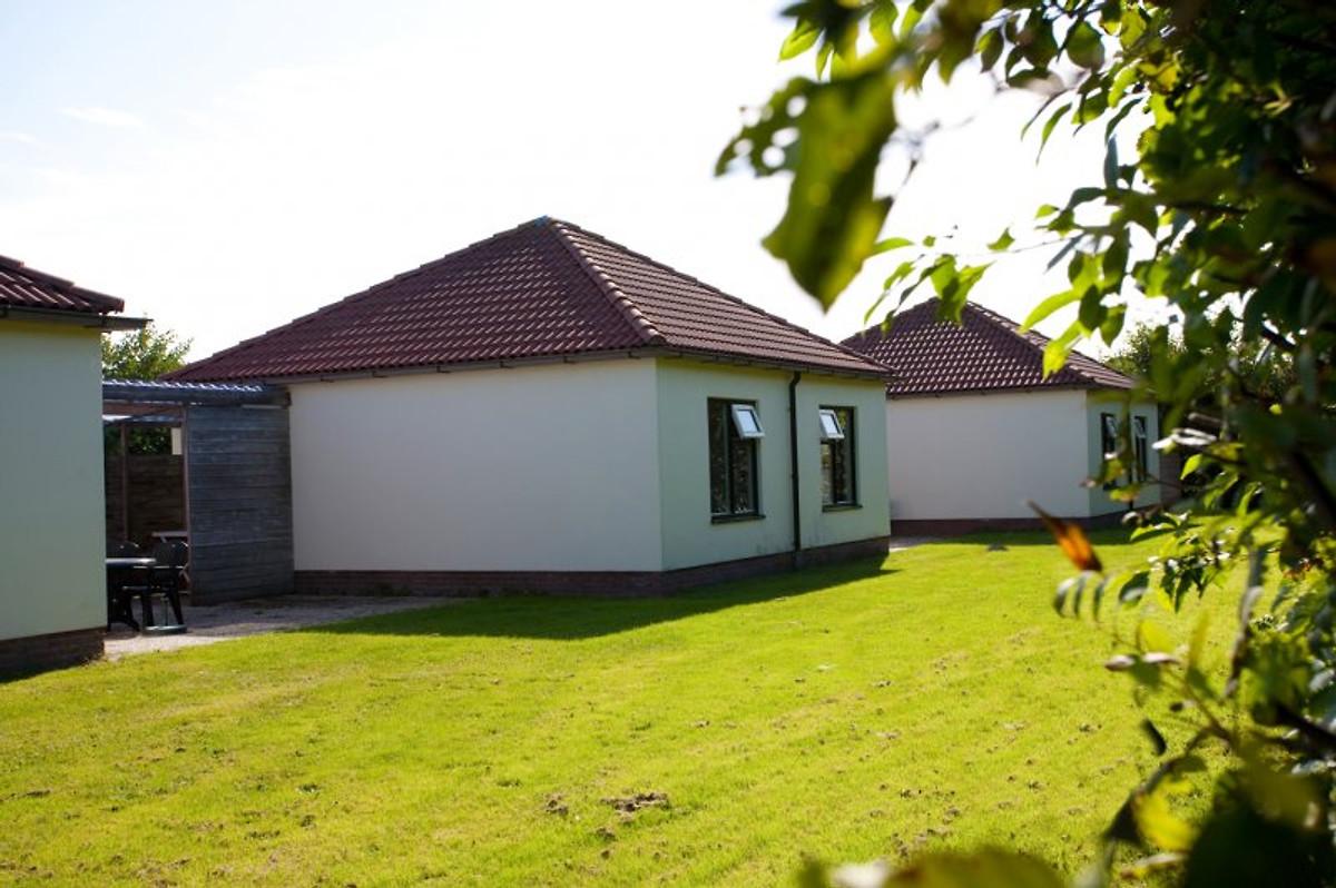 bungalow auster auf texel ferienhaus in den burg mieten. Black Bedroom Furniture Sets. Home Design Ideas