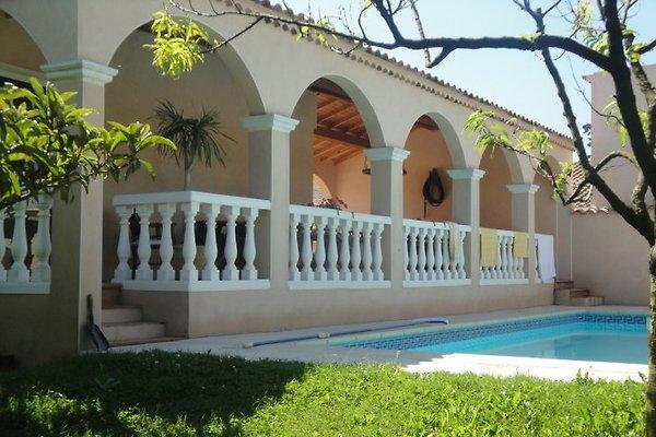 Villa La Cigaliere en Molleges - imágen 1