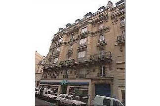2 BD Central Paris Apartment