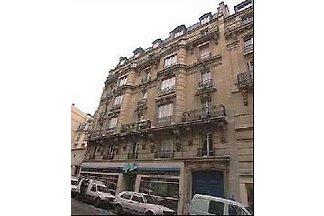 2 BD Central Paris Apartment