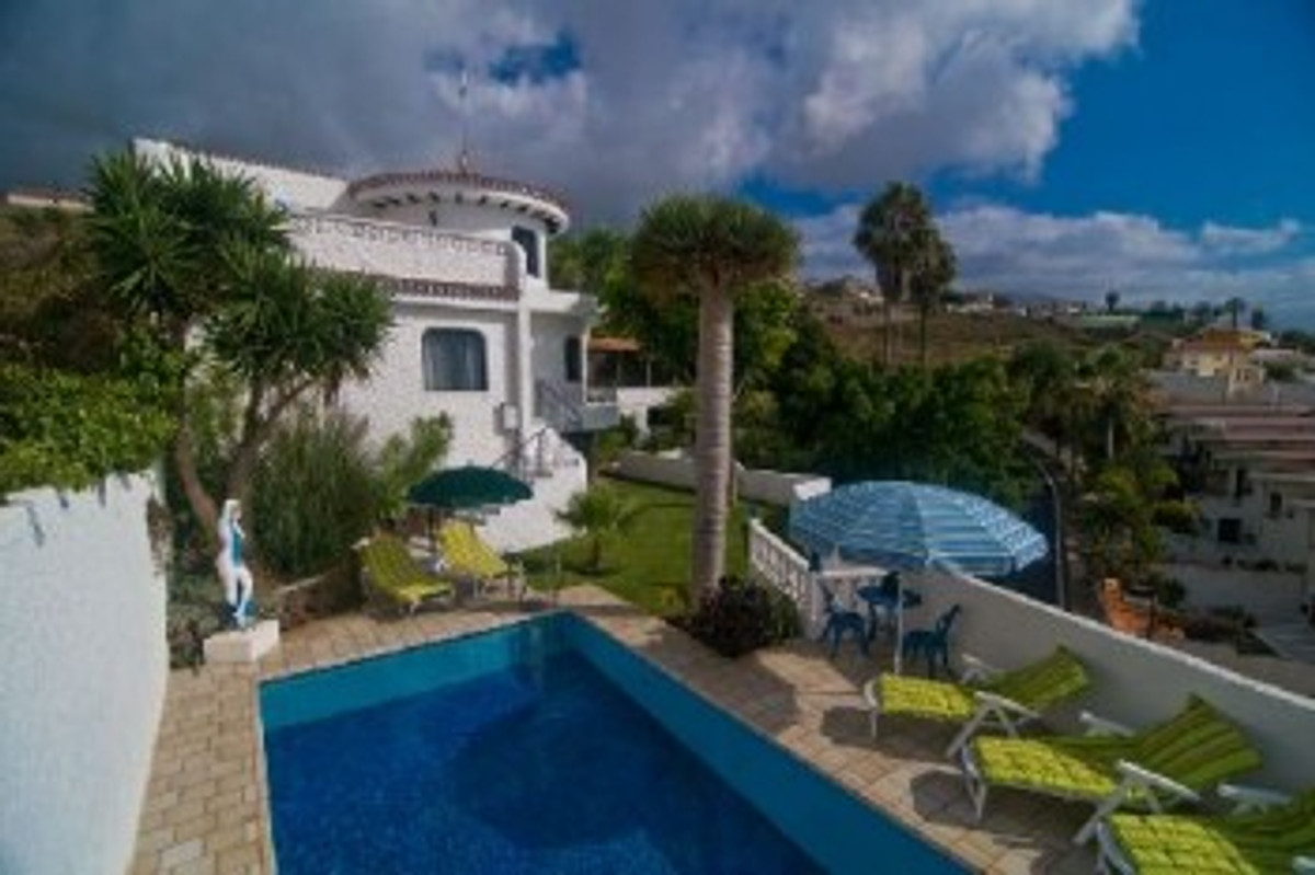 Villa corona in tenerife holiday home in la matanza for Villas corona