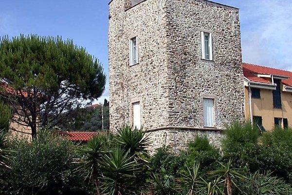 die torre vom Strand aus