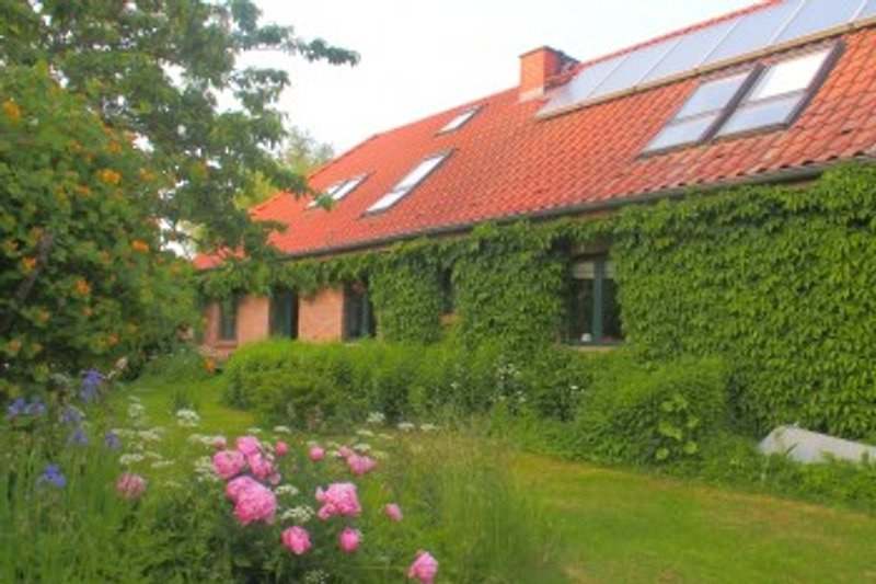 Ferienhaus Biberburg. Die Sonne sorgt für warmes Wasser - klimafreundlicher Urlaub!