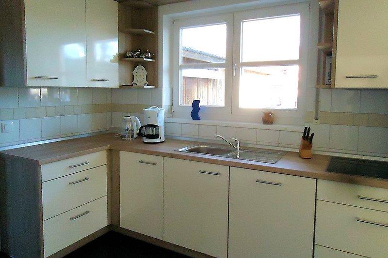 Moderne Einbauküche mit Ceranherd