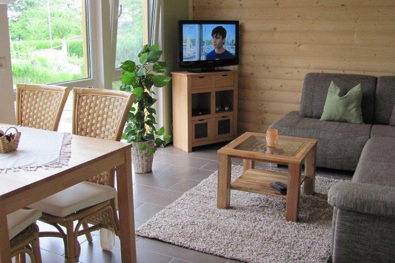 der gemütliche Wohn- Essbereich mit Flachbild TV