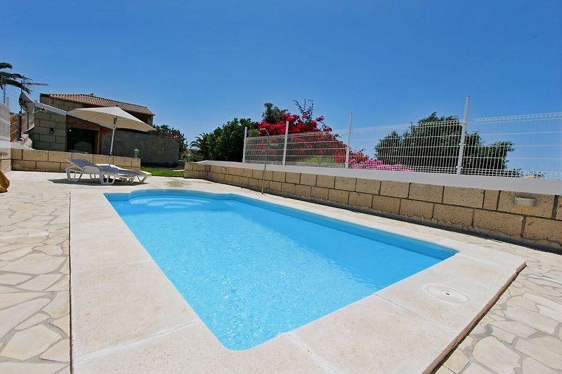Der solarbeheizte Pool der Finca Madera