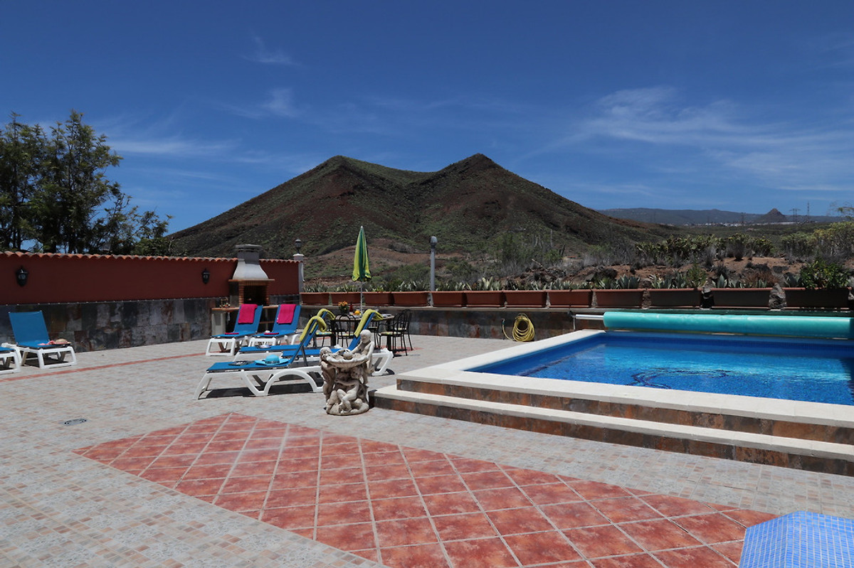 Villa residencia imperial teneriffa in los cristianos - Residencia de manila swimming pool ...