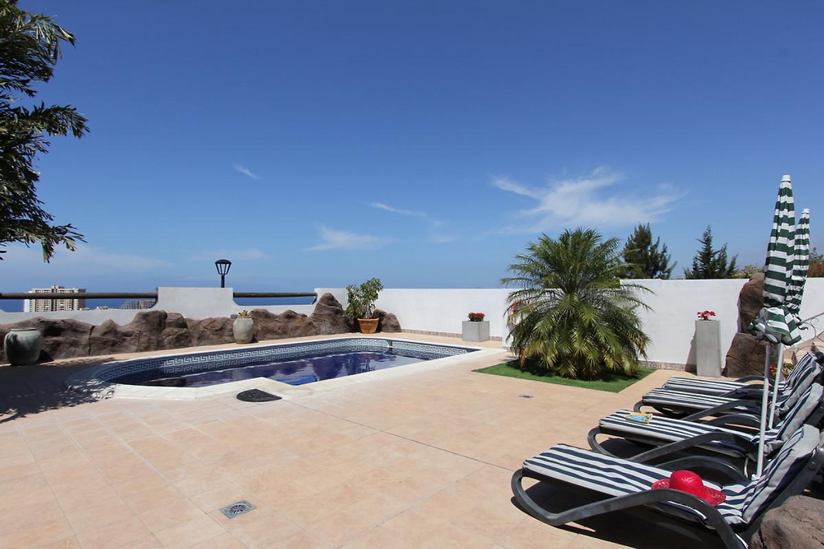 Villa puccini con piscina e giardino casa vacanze in - Piscina laghetto playa prezzo ...