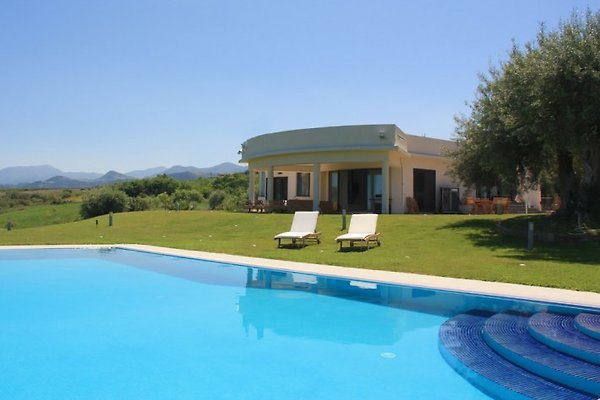 Moderne Luxusvilla mit Pool