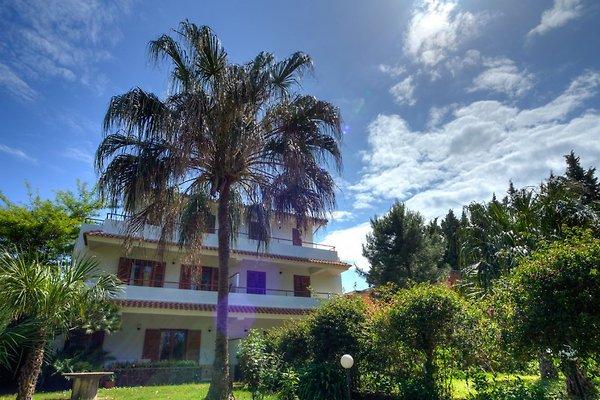 Die Villa Calypso am Strand von Furnari