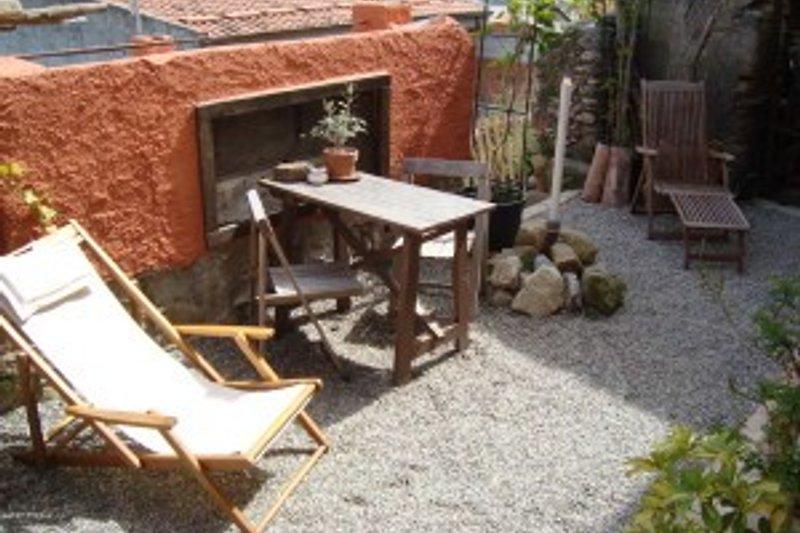 casa baronessa ferienhaus in rodi milici mieten. Black Bedroom Furniture Sets. Home Design Ideas